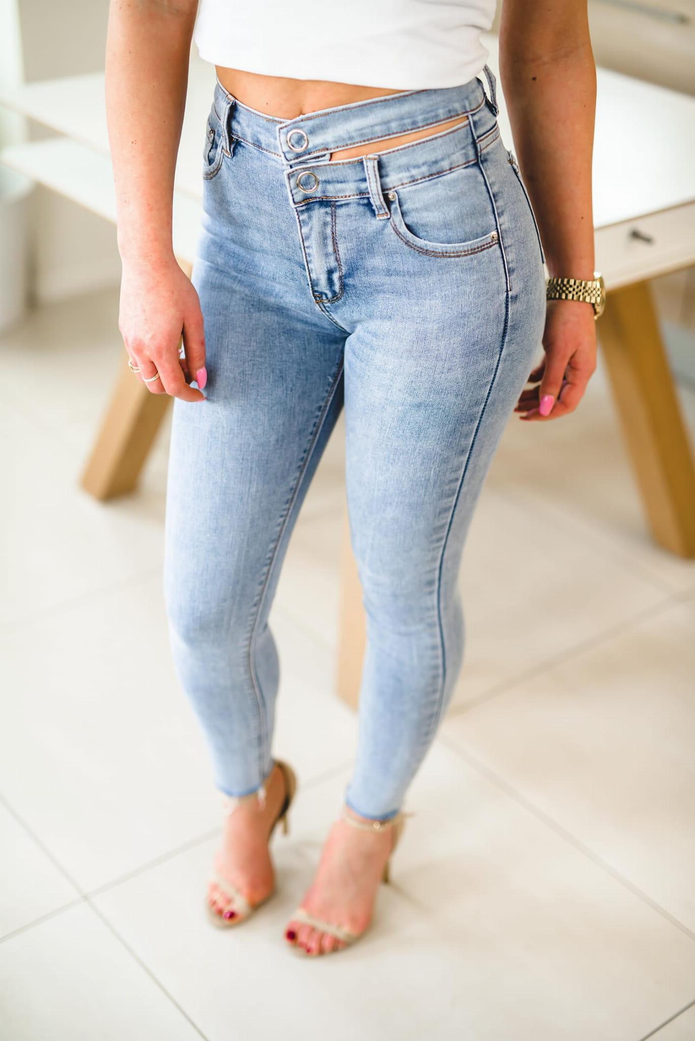 Z248 Modelujące jasne jeansy damskie z surową nogawką xs s m l xl